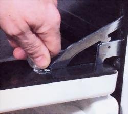 монетой поверните металлический диск