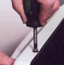 Выверните крепежные винты