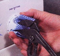 Оттяните ручку таймера от корпуса