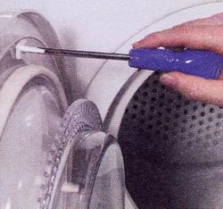 Приверните новый шток выключателя дверцы