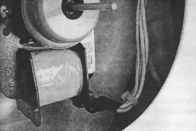 Не касается ли клемма или жгут проводов облицовки камеры