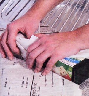 Перед оттаиванием морозильника упакуйте его содержимое