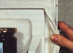 Уплотнитель, закрепленный не на винтах, должен заменять специалист