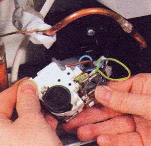 ... 43 Проверьте пусковое реле компрессора