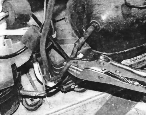 пережимают операционный патрубок компрессора