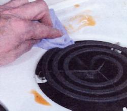 Протрите горячей мыльной водой