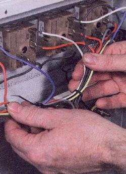 Обеспечьте правильную укладку проводов