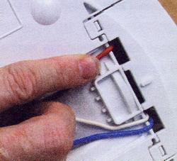 Обеспечьте возврат всех деталей и проводов в исходное положение