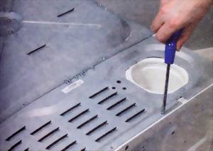 Панели корпуса фиксируются с помощью резьбового крепежа