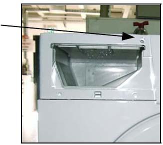 Открутить винт, который крепит панель к корпусу рамы