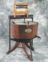 Одна из первых стиральных машин. США, XIX век