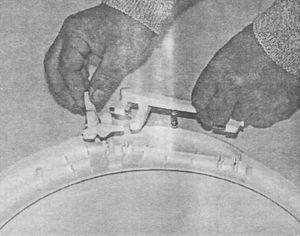Извлечение механизма защелки дверцы люка