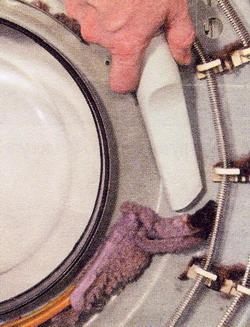 Очистите пылесосом нагревательные элементы