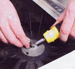 Снимите крыльчатку и почистите электродвигатель