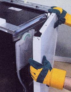 При съеме панелей надевайте защитные перчатки