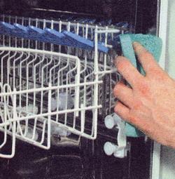 Вымойте уплотнители дверцы